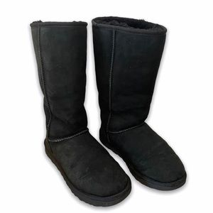 UGG CLASSIC TALL BLACK SHEARLING LINED WINTER BOOT